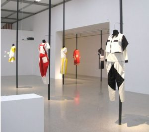 "Ausstellung ""Reflecting Fashion"" im mumok Wien, 2012 http://www.onthesubjectof.de/2012/06/reflecting-fashion-im-wiener-mumok.html"